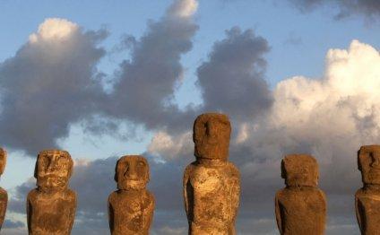 Monolithic stone Moai statues